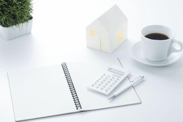 家と電卓とコーヒー