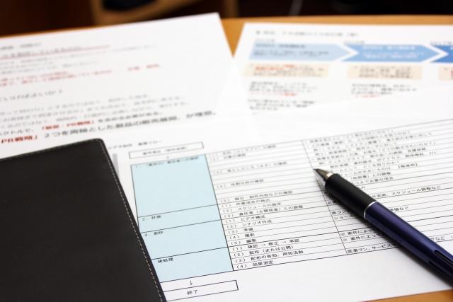 書類とペン